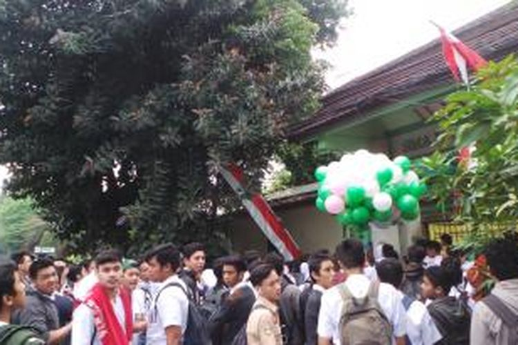 Kejutan siswa SMA Negeri 112 kepada para guru di Hari Guru Nasional, Rabu (25/11/2015).