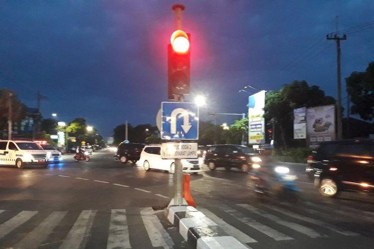 Rambu lalu lintas yang dimasalahkan pria mengaku profesor hukum di pertigaan Jalan Raya Jemursari Surabaya