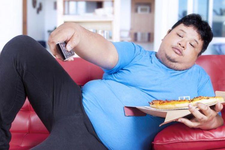 Mengubah pola makan menjadi lebih sehat adalah salah satu cara mencegah obesitas.
