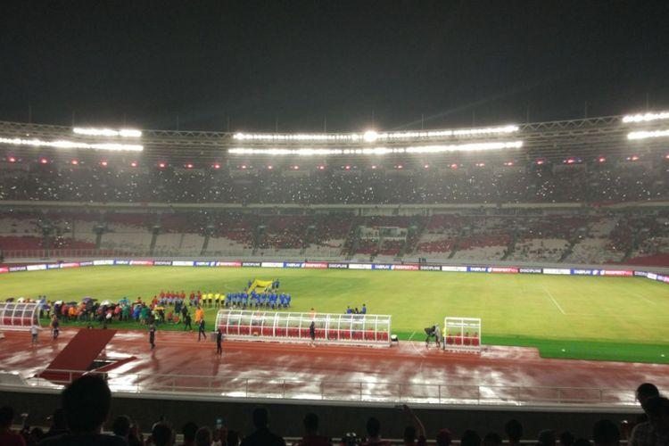 Jelang diresmikan Presiden Joko Widodo, Stadion Utama GBK Senayan diguyur hujan, Minggu (14/1/2018).