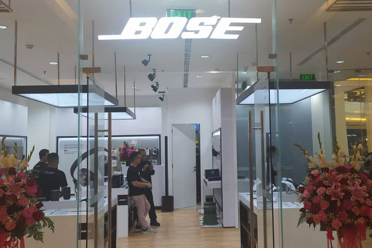 Grand opening pada toko offline Bose di Pacific Place, SCBD, Jakarta Selatan.