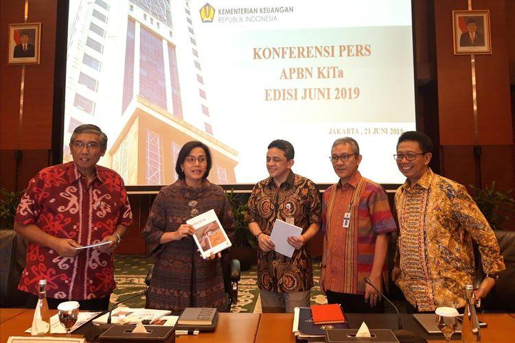 Menteri Keuangan Sri Mulyani Indrawati saat memberikan paparan kinerja APBN hingga akhir Mei 2019 di Jakarta, Jumat (21/6/2019).