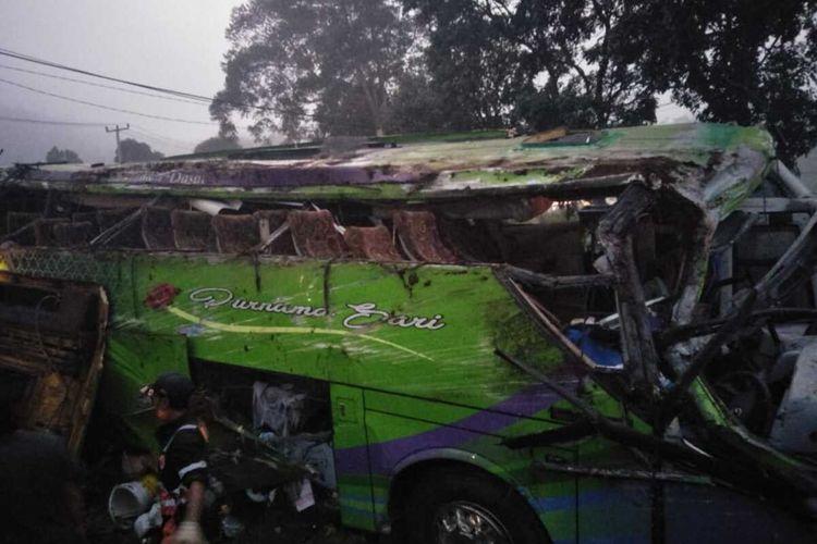 Bus pariwisata PO Purnamasari nomor polisi E 7508 W yang mengalami kecelakaan tunggal di jalan turunan Kampung Nagrog Desa Palasari Kecamatan Ciater, Subang, Sabtu (18/1/2020) sekitar pukul 17.35 WIB. Kecelakaan ini menyebabkan 8 orang meninggal, 10 orang luka berat dan 20 orang luka ringan.