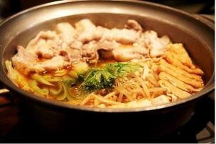 Chanko-nabe, sup sayur dan daging yang biasa dikonsumsi pegulat sumo, dipamerkan di Japan Culinary Week di Istora Senayan, Jakarta, Sabtu (24/8/2013).