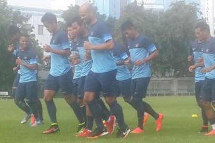 Latihan tim nasional Indonesia di Hanoi, Minggu (23/11/2014).