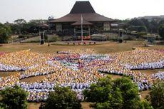 Formasi Garuda Pancasila Berukuran Raksasa Dilakukan 9.133 Mahasiswa UGM