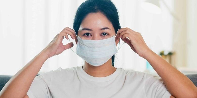 Masker medis digunakan untuk mencegah penularan Covid-19, baik dari diri kita, jika positif Covid-19, maupun dari orang lain.