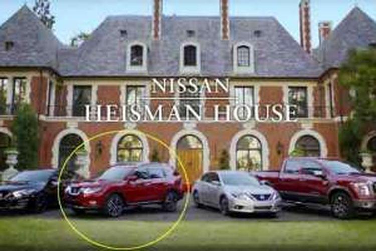 Nissan Rouge alias X-Trail muncul di iklan Heisman House hasil kerja sama Nissan dengan ESPN.