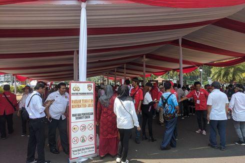 Relawan Jokowi-Ma'ruf Harus Lewati Pemeriksaan Berlapis Menuju Panggung Taman Pandang Istana