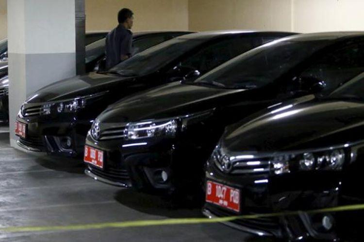 Sejumlah mobil baru bagi anggota DPRD DKI Jakarta terparkir di basement Gedung DPRD, Jakarta Pusat, Kamis (3/9/2015).