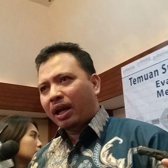 Direktur Eksekutif Poltracking Indonesia, Hanta Yuda AR seusai menyampaikan rilis Poltracking di Hotel Sari Pan Pacific, Jakarta Pusat, Minggu (26/11/2017).