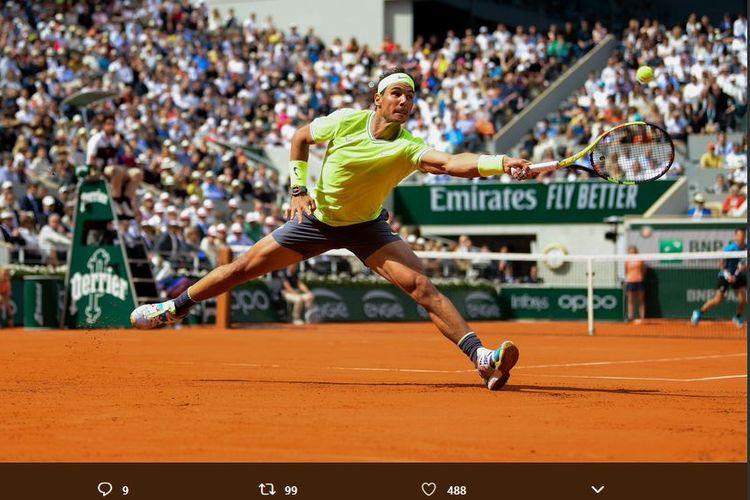 Petenis Spanyol, Rafael Nadal, saat beraksi pada final French Open 2019, Minggu (9/6/2019).