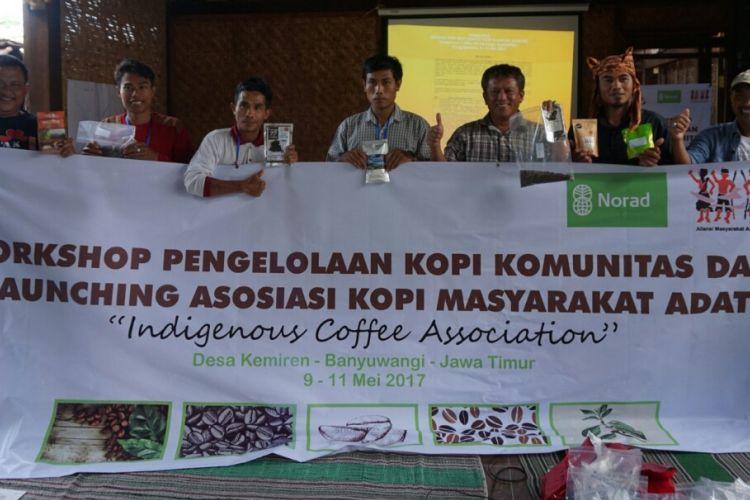 Aliansi Masyarakat Adat Nusantara meluncurkan Asosiasi Kopi Masyarakat Adat di Desa Kemiren Kecamatan Glagah Kamis (11/5/2017)