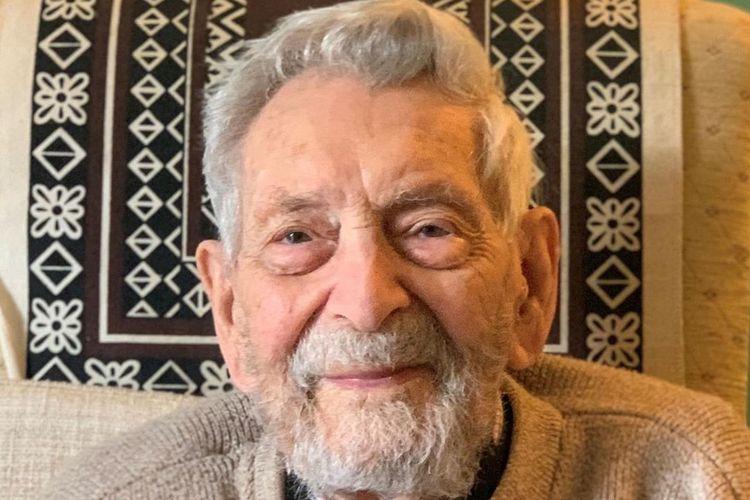 Bob Weighton di usia 112 tahun dinobatkan sebagai pria tertua yang masih hidup di dunia oleh Guinness World Record, pada Maret 2020.(Instagram @bbcnews)