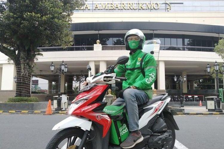 Berkat GrabBike Protect, salah seorang mitra GrabBike di Kota Yogyakarta, Adhitya Saputra bisa kembali beraktivitas dengan aman.