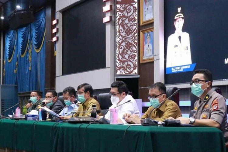 Tim Satgas Penanganan Covid-19 Kota Manado melaksanakan rapat di Ruang Serbaguna Kantor Wali Kota Manado, Senin (16/3/2020)