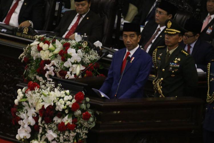 Presiden Joko Widodo saat berpidato dalam Sidang Tahunan MPR 2018 di Kompleks Parlemen, Senayan, Jakarta, Kamis (16/8/2018).