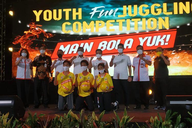 Kementerian Pemuda dan Olahraga (Kemenpora) dan PSSI menggelar kompetisi juggling menyambut dan mendukung Piala Dunia U20 2021 di Indonesia.
