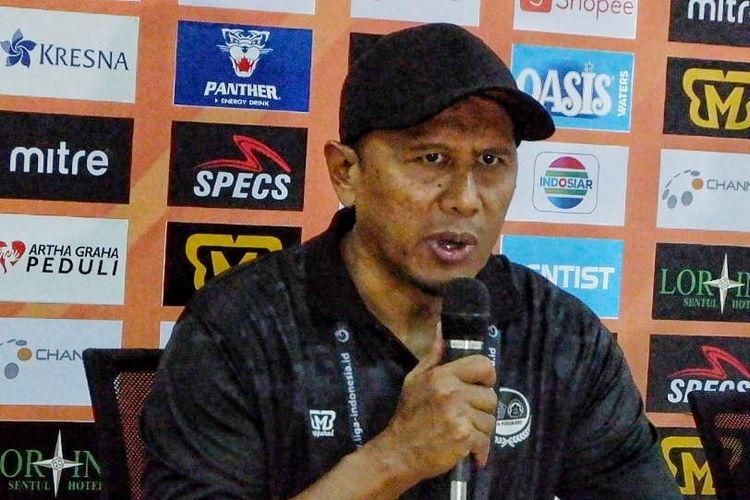 Pelatih PS Tira Persikabo, Rahmad Darmawan, mengikuti sesi konferensi pers setelah laga melawan Madura United dalam lanjutan laga Liga 1 di Stadion Pakansari Cibinong, Jumat (12/7/2019).
