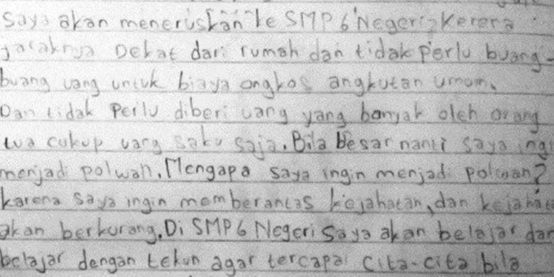 Wati Fatmawati (46), ibunda mendiang Delis Sulistina (13) siswi SMPN 6 Tasikmalaya yang jenazahnya ditemukan di dalam gorong-gorong sekolahnya, Senin (27/1/2020).
