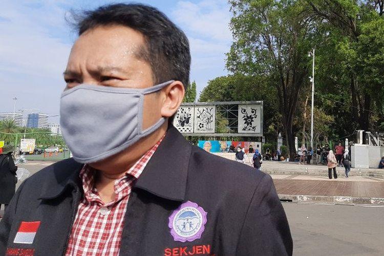 Sekjen Komnas Anak Danang Sasongko dalam aksi unjuk rasa tolak PPDB DKI Jakarta Tahun 2020 jalur zonasi, di Taman Aspirasi, Monas, seberang Istana Merdeka Jakarta, Jumat (3/7/2020).