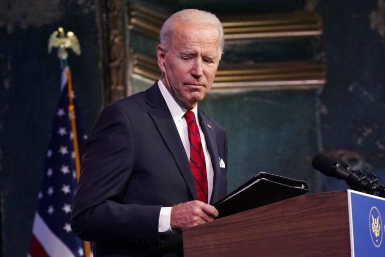 Presiden terpilih Joe Biden pergi setelah berbicara di sebuah acara di teater The Queen, Jumat, 15 Januari 2021, di Wilmington, Delaware.
