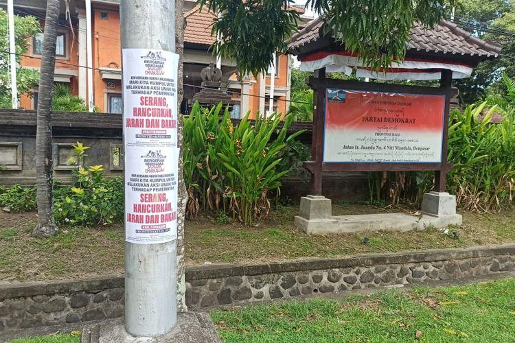 Pamflet Aksi Penjarahan Di Depan Kantor Demokrat Bali Tolak Omnibus Law