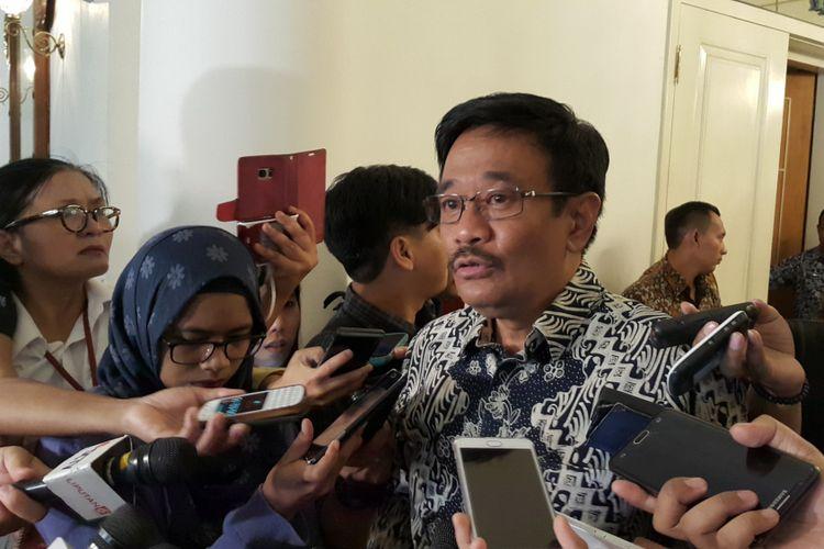 Pelaksana Tugas (Plt) Gubernur DKI Jakarta Djarot Saiful Hidayat di Balai Kota DKI Jakarta, Jalan Medan Merdeka Selatan, Jumat (12/5/2017).