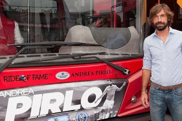 Andrea Pirlo saat menghadiri acara peresmian bus tur New York City FC, pada 22 September 2015.