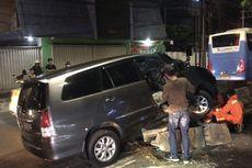 Kendaraan Sering Tabrak Separator Busway di Jalan Sultan Iskandar Muda karena Situasi Gelap