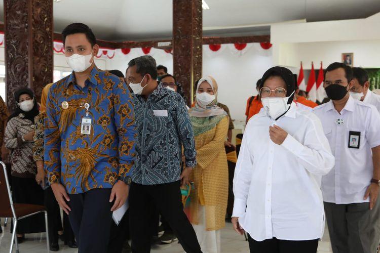 Bupati Kendal Dico M Ganinduto menerima kunjungan Menteri Sosial Tri Rismaharini bersama Anggota Komisi VIII DPR RI di Kabupaten Kendal, Jawa Tengah, Kamis (23/9/201).