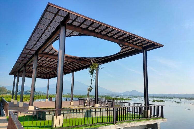 Taman beratap unik di Bukit Cinta Rawa Pening, Kabupaten Semarang.