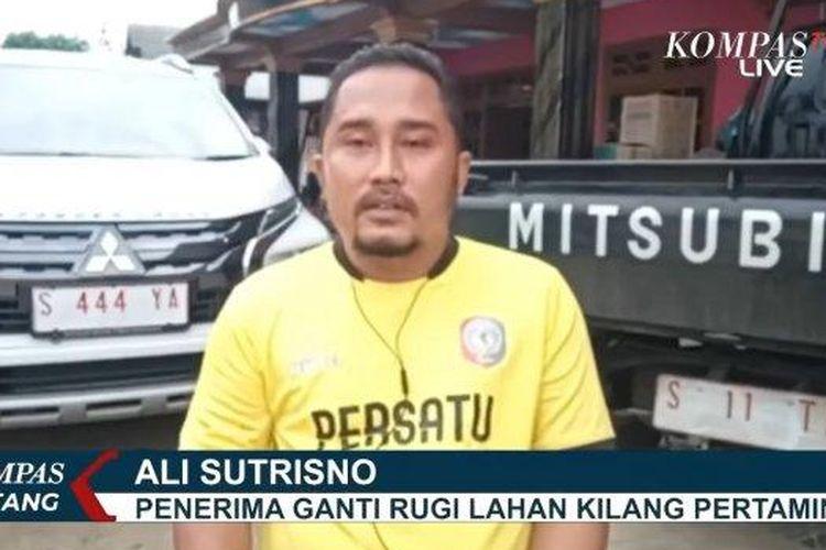 Salah seorang warga, Ali Sutrisno memberikan tanggapan atas viralnya Desa Sumurgeneng karena ramai-ramai memborong mobil bersama.