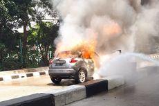 Butuh 2 Mobil Damkar Padamkan Nissan Juke Terbakar di Pademangan
