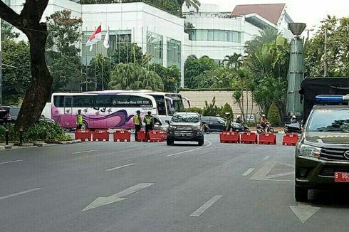 Massa Buruh Padati Kolong Flyover Ladokgi, Jalan Gerbang Pemuda Ditutup