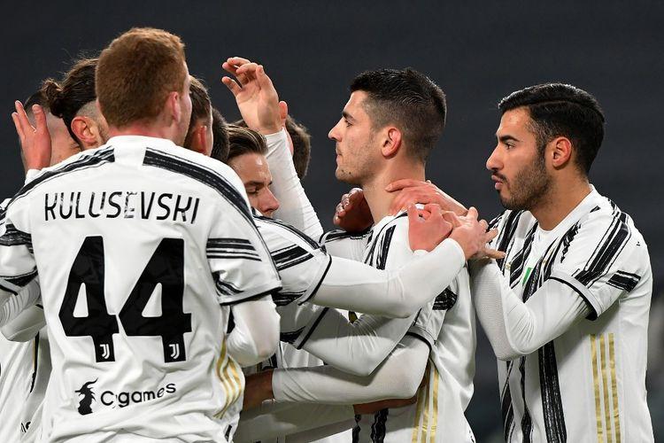 Para pemain Juventus merayakan gol penalti Alvaro Morata ke gawang SPAL pada laga perempat final Coppa Italia di Stadion Allianz, Rabu (27/1/2021) atau Kamis dini hari WIB.