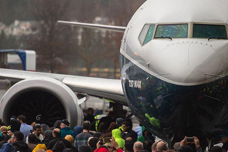 Boeing 737 MAX 9 saat di-roll-out dari pabriknya di renton, Washington, Rabu (8/3/2017).