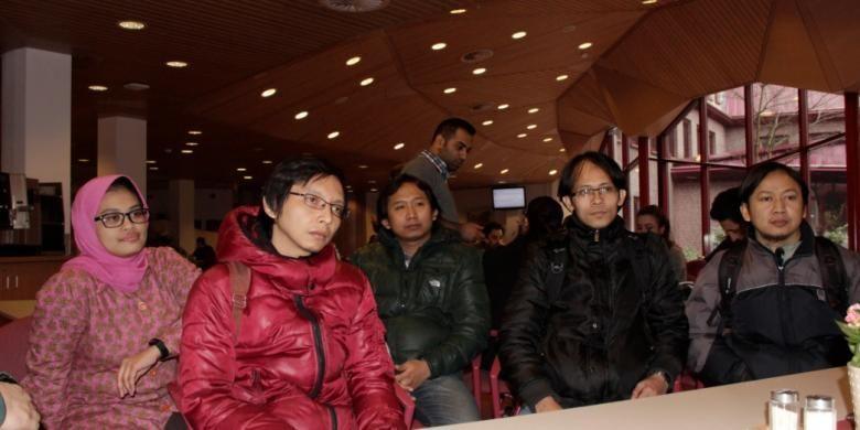 Para mahasiswa Indonesia di Faculty of Geo-Information Science and Earth Observation (ITC), Universitas Twente, usai bertemu dengan tim Nuffic Neso Indonesia, Rabu (4/3/2015). Anak-anak Indonesia, ketika belajar di Belanda, tidak bisa lagi bermanja-manja dengan waktu dan kenginan.