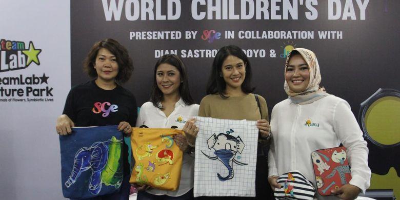 SGE Live dan Dian Sastrowardhoyo berkolaborasi menjual tanda mata khusus yang dananya untuk Sekolah Drisana bagi anak-anak autisme.