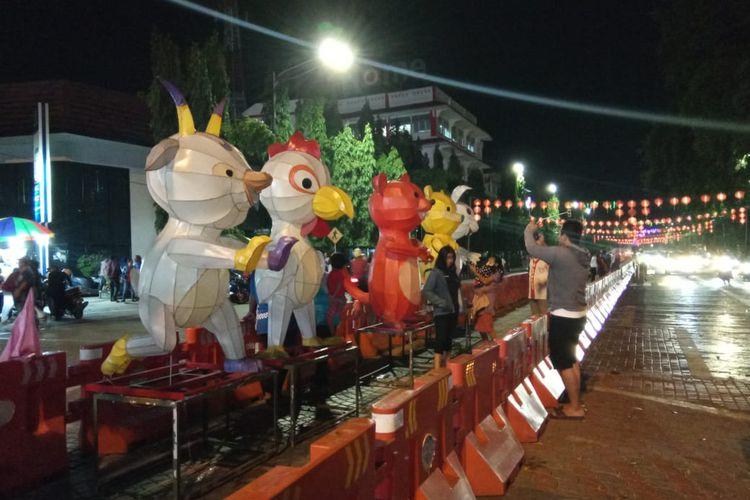 Lampion Raksasa Shio di Sekitar Taman Balai Kota. (15/01/2020)
