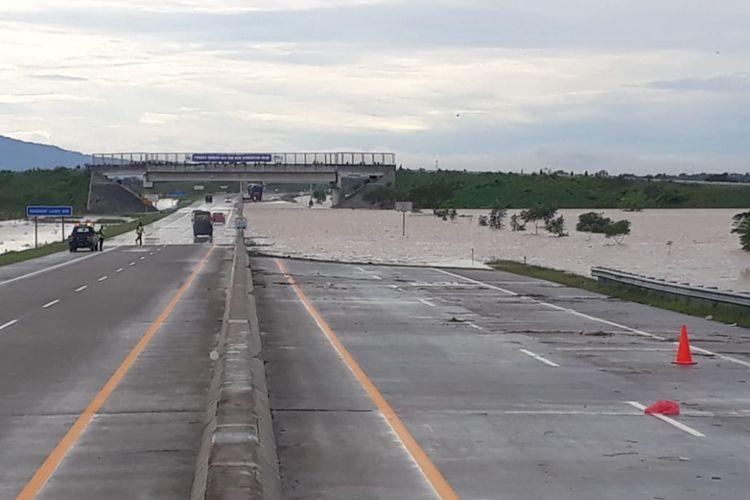 Banjir terjadi di Simpang Susun Madiun KM KM 604+000 Jalan Tol Ngawi Kertosono