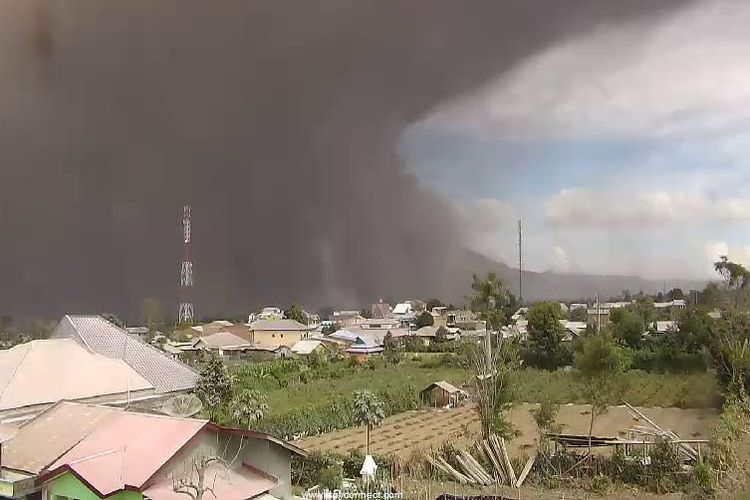 Gunung Sinabung di Kabupaten Karo, Sumatera Utara, kembali meletus, Rabu (2/8/2017).