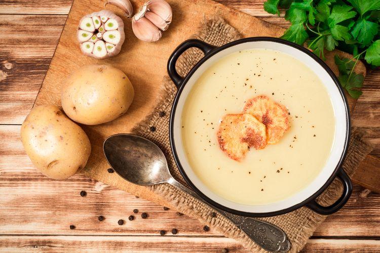 ilustrasi sup krim kentang.