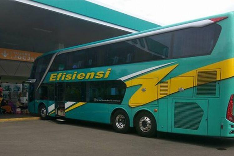 Bus double decker milik PO Efisiensi yang ditugaskan di jalur patas untuk waktu terbatas.