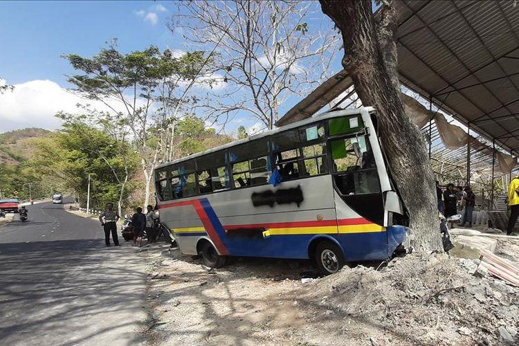 Kondisi Bus Menabrak Bus Setelah ditabrak Truk di Kecamatan Ponjonh, Gunungkidul Kamis (1/8/2019)