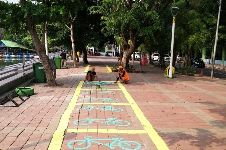 Parkir sepeda di Danau Sunter, Sunter, Jakarta Utara, Kamis (2/7/2020)