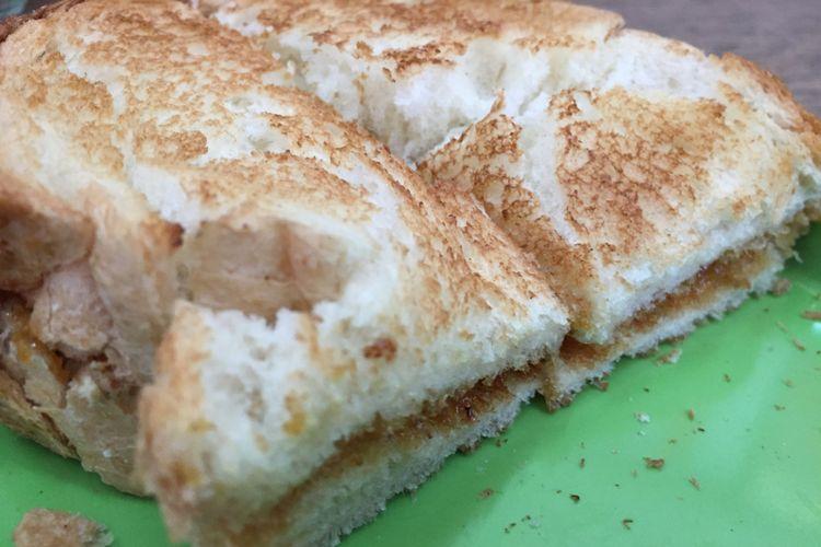 Roti bakar srikaya di Kedai Kopi Apek di Medan.