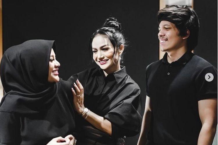 Youtuber Atta Halilintar, penyanyi Krisdayanti, dan Aurel Hermansyah diketahui sedang menyiapkan proyek kolaborasi.