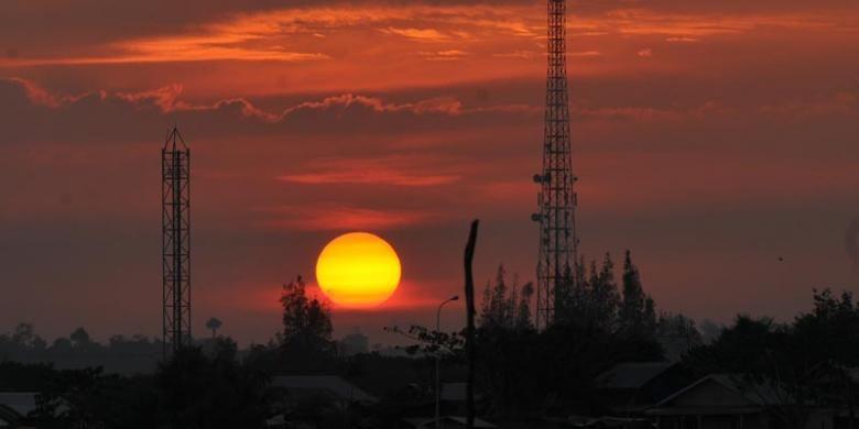 Pemandangan saat sunset di Waduk Lhokseumawe, Aceh.