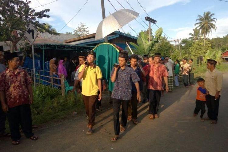 Jasad Suwandono dibawa untuk dimakamkan